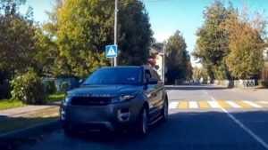 В Брянске сняли видео выезда на встречку особо важного водителя
