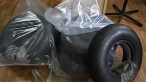 В Брянске таможенники задержали украинца с авиационными шинами