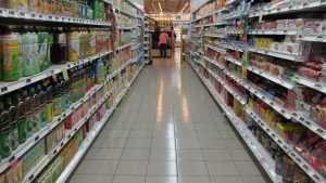 Доля импорта в российских магазинах рекордно сократилась