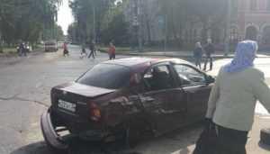 В Брянске у «БУМ-Сити» микроавтобус протаранил легковушку