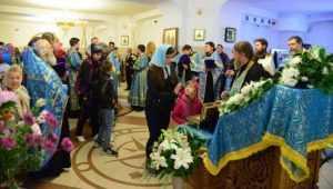 В Брянске поясу пресвятой Богородицы поклонились 10 тысяч прихожан