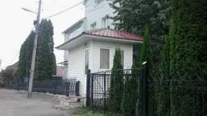 Особняк бывшего брянского губернатора Денин очистили от будки полиции