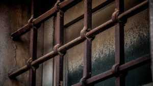 За удар полицейского 22-летнего брянца посадили на 10 месяцев