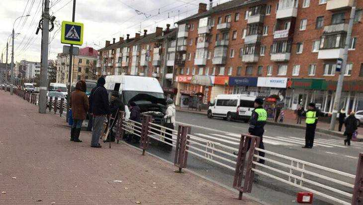 Пассажир маршрутки №43 сломал нос в аварии на проспекте Ленина Брянска
