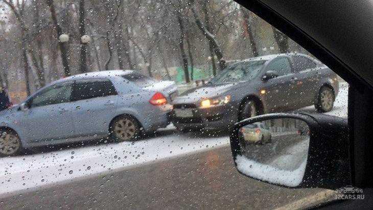 После первого снегопада в Брянске случилось огромное число ДТП