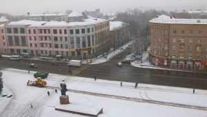 В Брянске на уборку первого снега вышли 30 машин и тракторов