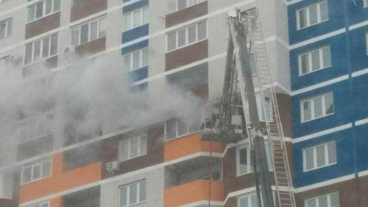 В Брянске пожарные спасли мужчину из горевшей на 14 этаже квартиры
