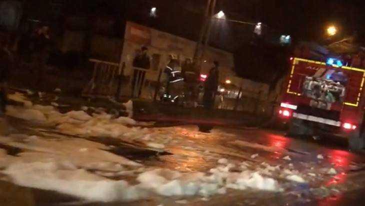Опубликовано видео о залетевшей в Брянске на забор иномарке