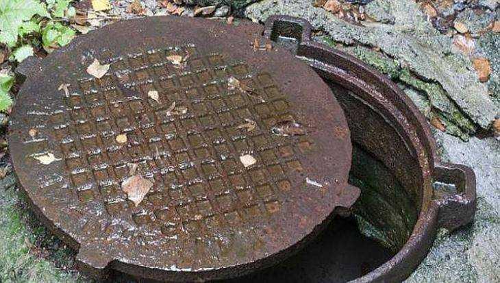 В брянском селе неизвестные воры похитили девять крышек от люков