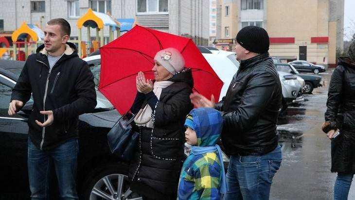 В Фокинском районе Брянска привели в порядок еще три двора