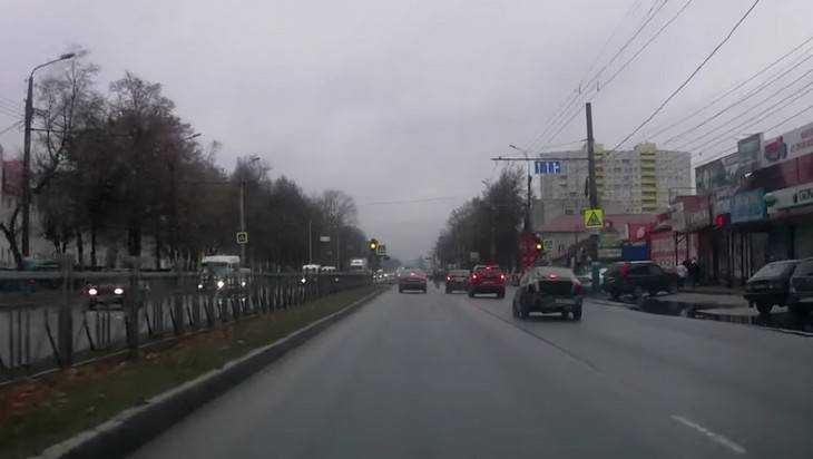 В Брянске сняли видео о едва не сбившем пешеходов лихаче