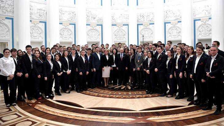 Путин поздравил брянского студента Костяшина с победой в чемпионате