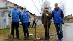 Брянские молодогвардейцы посадилие Аллею Героев в поселке Пальцо