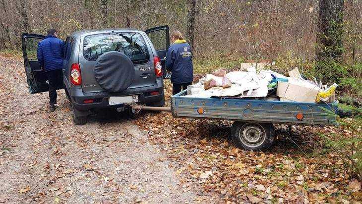В брянском лесу с поличным поймали тайных мусорщиков