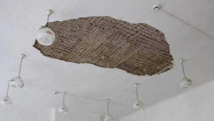 Брянское ЧП с обрушившимся школьным потолком повторилось в Екатеринбурге
