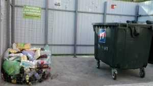 Брянские коммунальщики установили электронные контейнеры для мусора