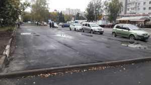 В Брянске у «Самолета» построили неприступную парковку-курьез