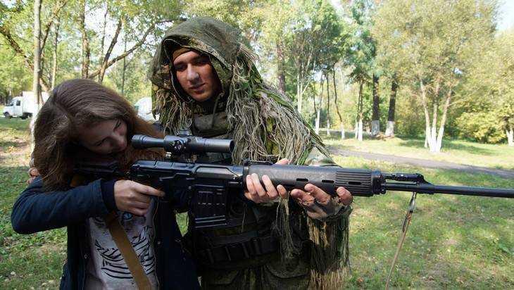 Молодых брянцев пригласили на службу в 144 мотострелковую дивизию