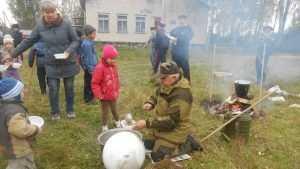 Брянские казаки накормили воспитанников детского приюта кашей