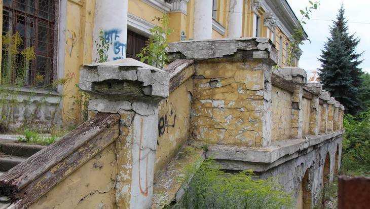 Самое ужасающее и печальное здание Брянска стало и его угрозой