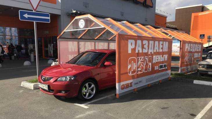 В Брянске у «Аэропарка» сфотографировали элитную тележку Mazda