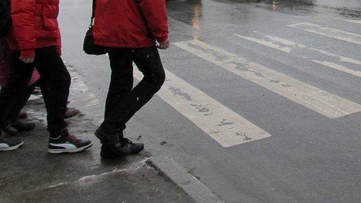 В Брянске автомобиль «Яндекс такси» сбил на «зебре» 51-летнего мужчину