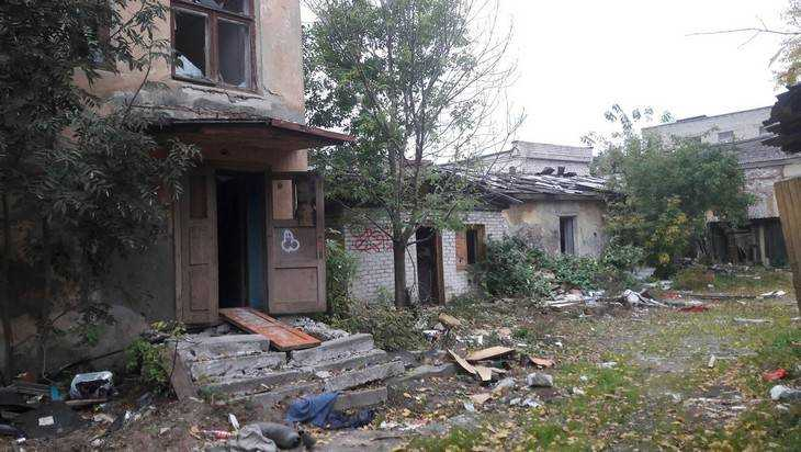 В Брянске сфотографировали дом ужасов у площади Партизан