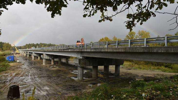 Брянские строители отремонтировали половину моста через Десну
