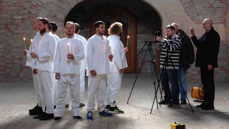 Брянский ансамбль «Бабкины внуки» снял клип в храме с фресками Рериха