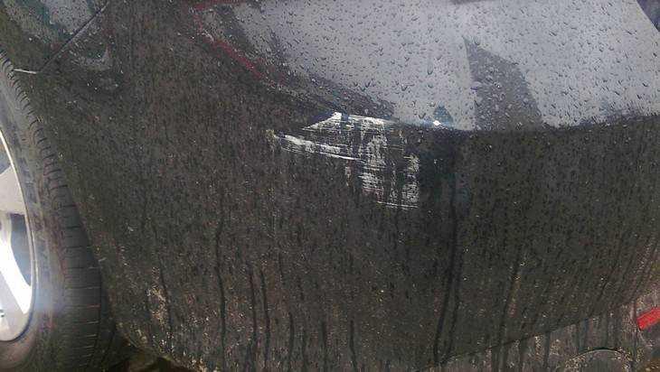 В Брянске  из-за тесных дворов стали корежить автомобили