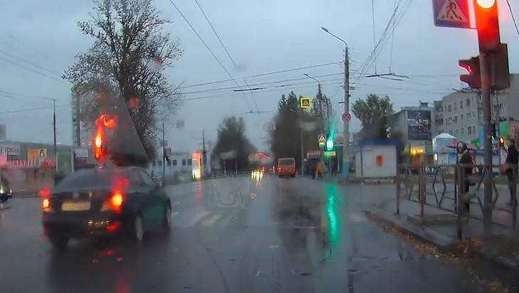 Брянские мстители сняли видео о покорителе «красных» светофоров