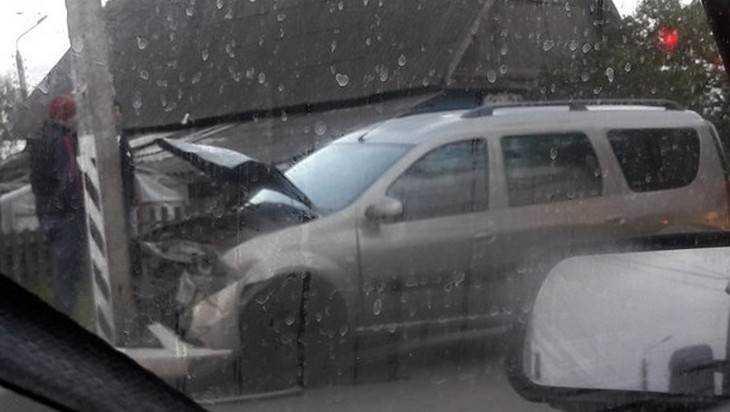 В Брянске пенсионер разбил четыре автомобиля