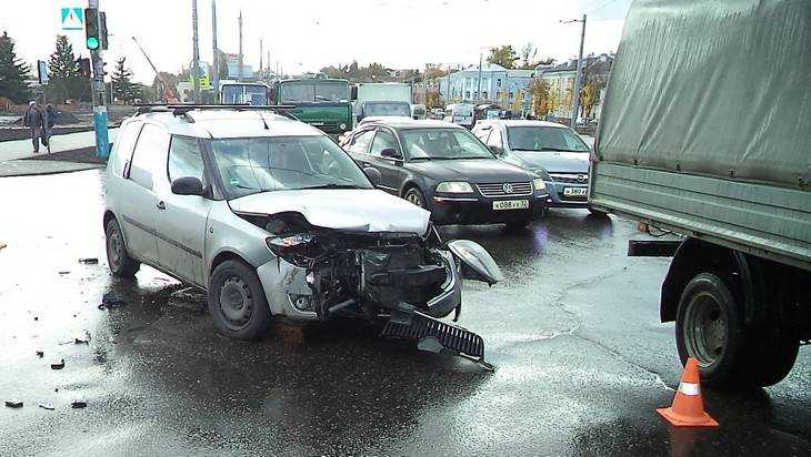 В Брянске на набережной случилось второе ДТП за три дня