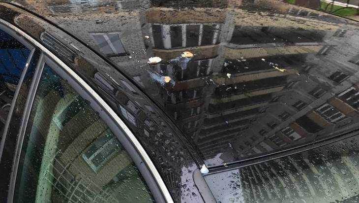 В Брянске за неудачную парковку закидали яйцами автомобиль Audi