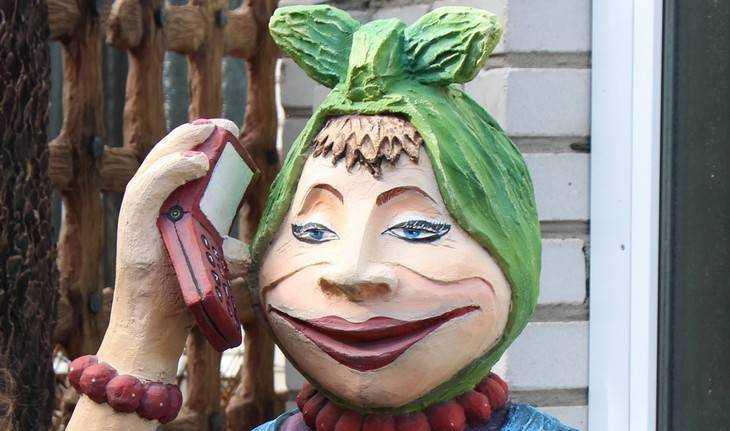 Брянцы стали шутить с голосовым помощником «Алисой»