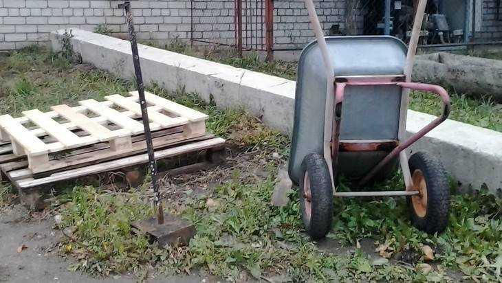 На брянской ферме погрузчик покалечил 27-летнего мужчину