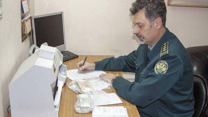 В Брянске задержали пытавшихся вывезти 2,6 миллиона рублей украинцев
