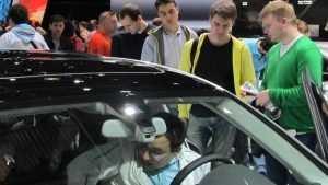 Бойкие девочки и мальчики из брянских автосалонов потрясли