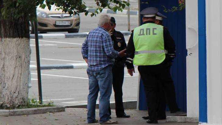 В Брянске начали опрос о взяточничестве и хамстве сотрудников ГИБДД