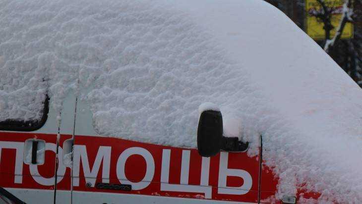 Брянские дорожники подготовили к зиме соль и лопаты с ломами