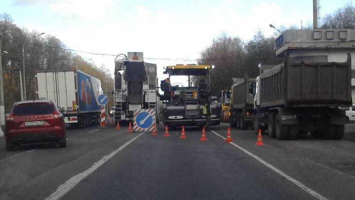 Дорожники бросили новые силы на ремонт трассы под Брянском