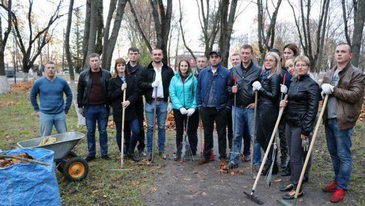 Глава Фокинского района Брянска показал виртуозное владение метлой