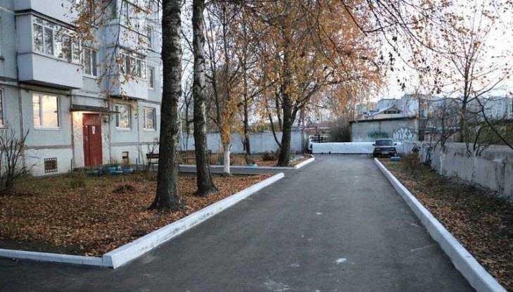 В Фокинском районе Брянска открыли первый двор после капремонта