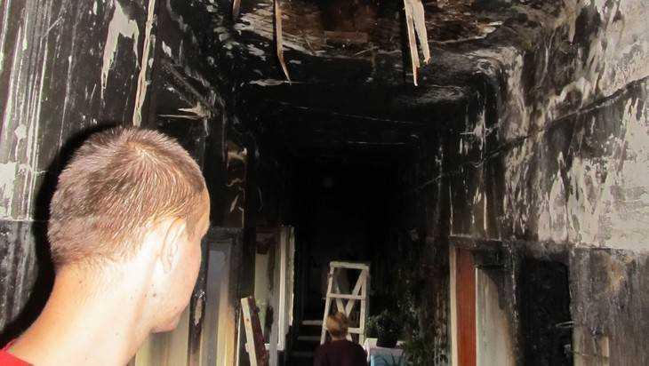 При пожаре под Карачевом погибли двое мужчин и женщина