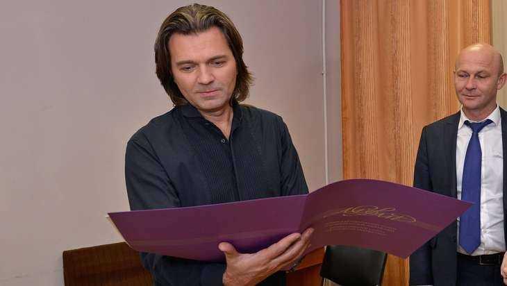 Певец Дмитрий Маликов доставит в школы Брянска 30 пианино