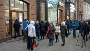 Обнищавшие жители Брянска кинулись покупать iPhone X за 92 тысячи