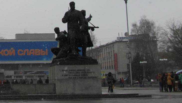 В Брянске из-за оставленного рюкзака перекрыли площадь Партизан