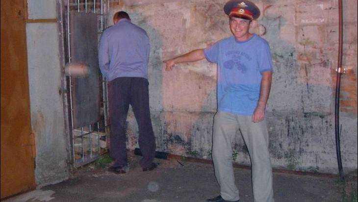 Суд запретил брянским полицейским справлять нужду на чужие автомобили