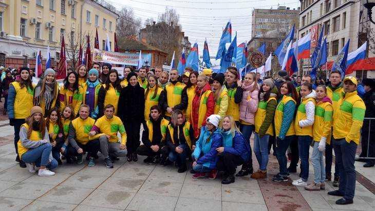Брянский депутат Миронова встретилась с участниками фестиваля молодежи