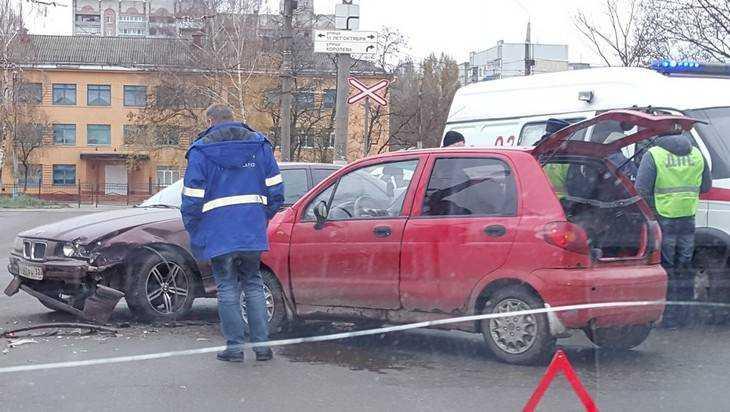 В Брянске 28-летний водитель BMW протаранил крохотный Daewoo Matiz